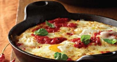 Eieren uit de oven met Ricotta en tomatensaus - Galbani