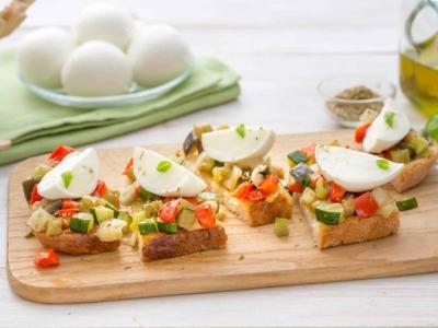 Rustieke Bruschetta met Mozzarella Di Bufala en groente - Galbani