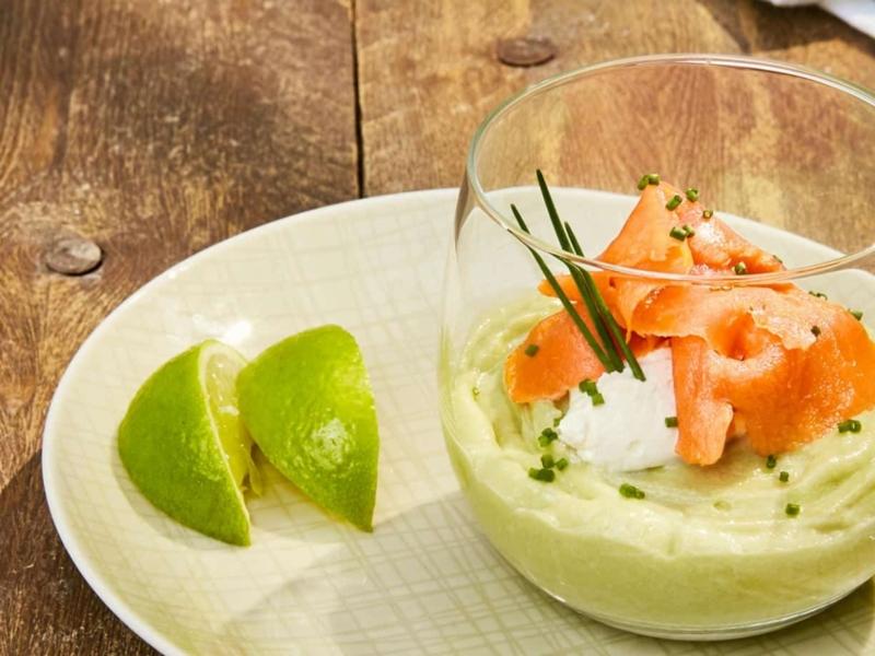 Glaasjes Mascarpone met avocado, zalm en limoen - Galbani