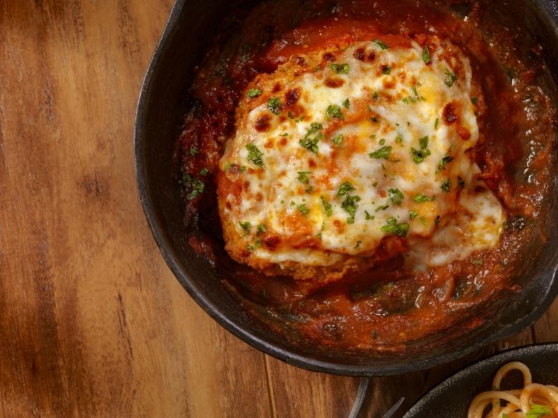 Gegrilde kip met Parmezaanse kaas en spaghetti van courgette - Galbani