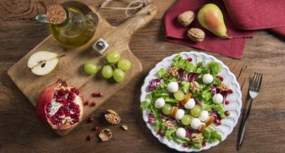 Gemengde salade met Mozzarella, druiven en granaatappel - Galbani