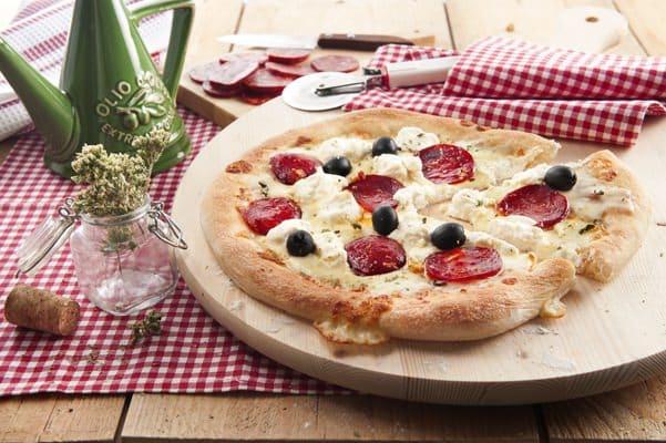 Pizza met Mozzarella, Ricotta en pittige worst - Galbani