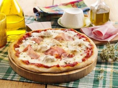 Pizza met Mozzarella, Ricotta en ham - Galbani