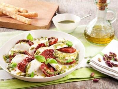 Salade caprese met gedroogde cherrytomaten - Galbani